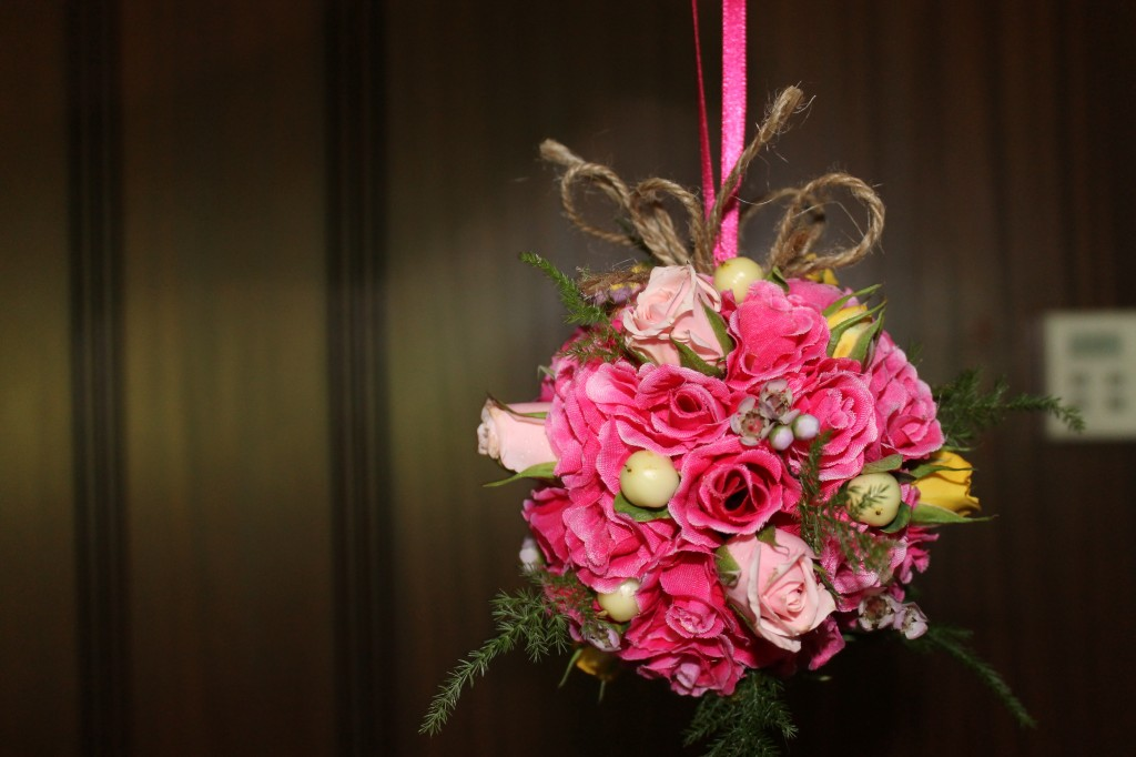 Ball of fresh and silk flowers