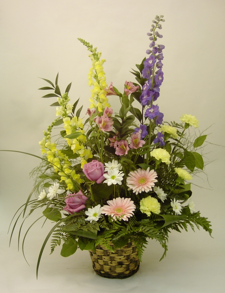 Garden look sympathy arrangement martin 39 s the flower for Landscape arrangement