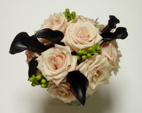 Elegant Bouquet of Callas and Roses